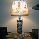 Настольный светильник, ручная работа, изготовлен в единственном экземпляре. Наполнение: окрашенный мелкий гравий, яшма, морские раковины, стеклянные капли. Морская тема. Абажур выполнен в технике деку