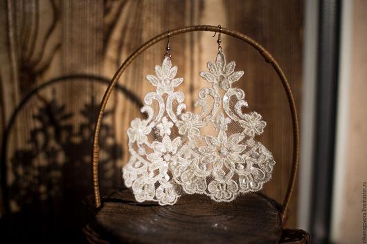 Свадебные украшения ручной работы. Ярмарка Мастеров - ручная работа. Купить Кружевные свадебные серьги. Handmade. Белый, серьги длинные