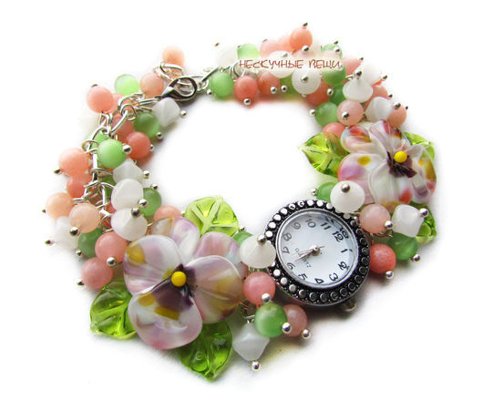 """Часы ручной работы. Ярмарка Мастеров - ручная работа. Купить """"Цветущий луг"""" наручные часы с бусинами лэмпворк. Handmade."""