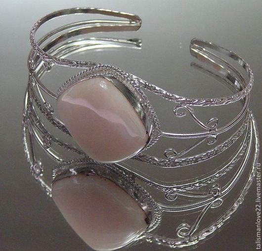 Браслет ручной работы с натуральным агатом НЕЖНОСТЬ  - глубокое серебрение- серебро 925 пробы. Очень красивый браслет с  агатом ,размер камня 30х27- мм, размер браслета свободный.\r\nТАЛИСМАН ЛЮБВИ панд