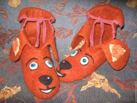 """Обувь ручной работы. Ярмарка Мастеров - ручная работа. Купить Тапки женские """"Веселая собачка"""". Handmade. Коричневый, тапки шерстяные"""