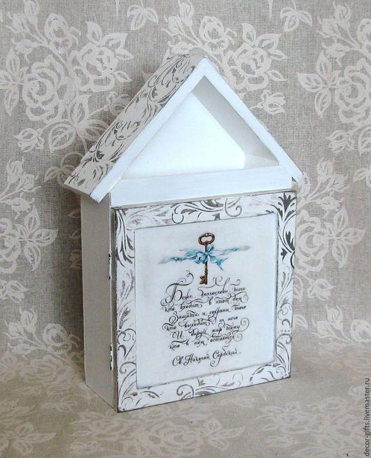 """Прихожая ручной работы. Ярмарка Мастеров - ручная работа. Купить Ключница-домик настенная """"Благословение дома"""" (с дверцей,  декупаж). Handmade."""