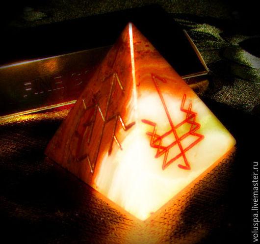 """Эзотерические аксессуары ручной работы. Ярмарка Мастеров - ручная работа. Купить Пирамида-талисман """" Личная сила"""", рунический артефакт. Handmade."""