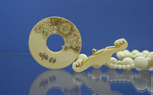 Винтажные украшения. Ярмарка Мастеров - ручная работа. Купить Японское ожерелье из слоновой кости с гравированной застёжкой.. Handmade. Белый, редкость