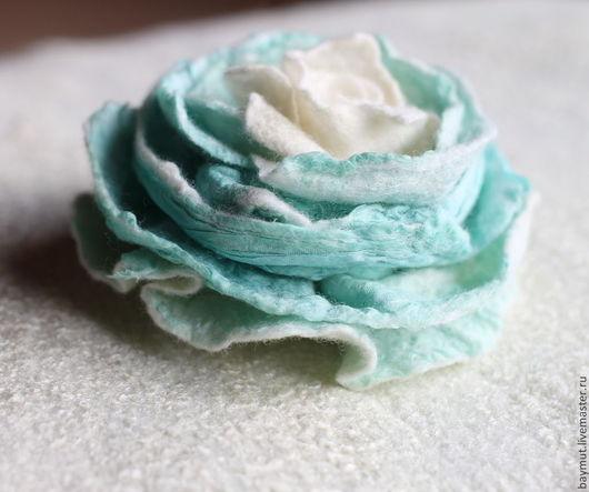 """Броши ручной работы. Ярмарка Мастеров - ручная работа. Купить Войлочная роза """"Крем и Мята"""". Handmade. Войлочная роза, мятный"""