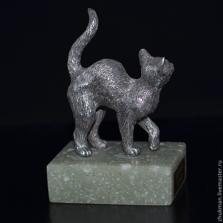 Miniature `Cat`. There are statues of dogs: Dachshund, Bichon Frise, Airedale Terrier, poodle, Spaniel, Pekingese. There are figurines of other animals: elephant, turtle, bear, mouse, rat, snake (Cobr