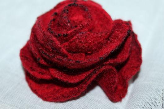 Броши ручной работы. Ярмарка Мастеров - ручная работа. Купить цветок-брошь из шерсти. Handmade. Ярко-красный, подарок женщине