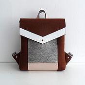 Коричневый с серым рюкзак из фетра и натуральной кожи