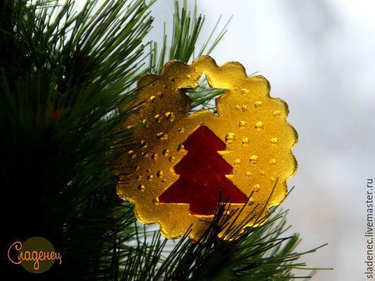 СЛАДЕНЕЦ новогодняя елочка. (авторские карамельные леденцы) На фото заливка карамели в 2 цвета. Цена 80р\шт.
