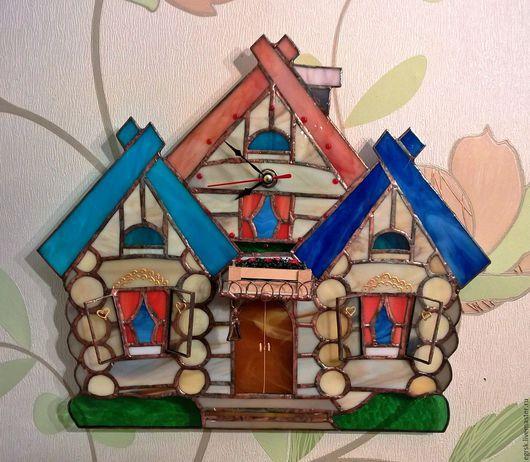 """Часы для дома ручной работы. Ярмарка Мастеров - ручная работа. Купить Часы из стекла """"Теремок"""" тиффани. Handmade. Бежевый"""