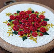 Картины и панно ручной работы. Ярмарка Мастеров - ручная работа Вышитое текстильное панно. Декоративная картина. Вышитые розы. Handmade.