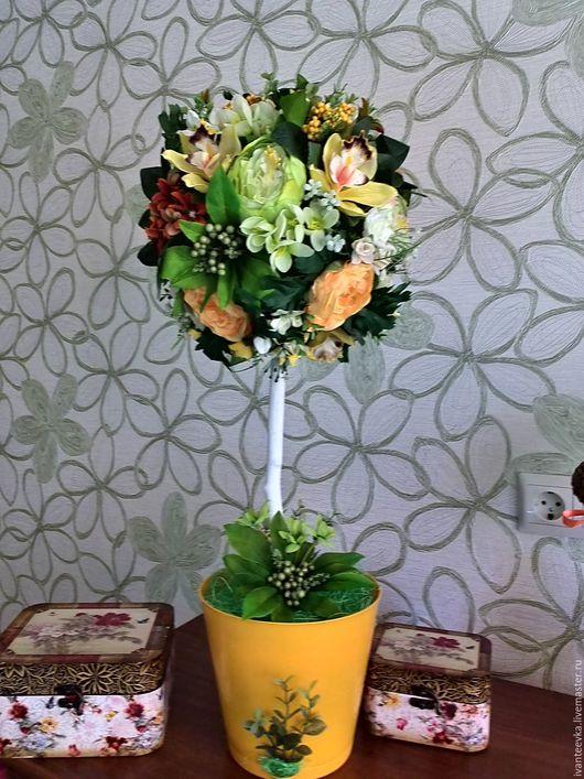 Топиарий с орхидеями, камелией, розами