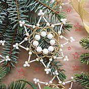 Подарки к праздникам ручной работы. Ярмарка Мастеров - ручная работа Набор белых снежинок- звездочек из бисера. (10 шт). Handmade.