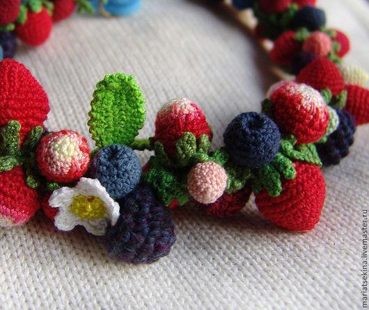 Колье, бусы ручной работы. Ярмарка Мастеров - ручная работа. Купить Колье вязаное из средних ягод. Handmade. Ягоды, этно