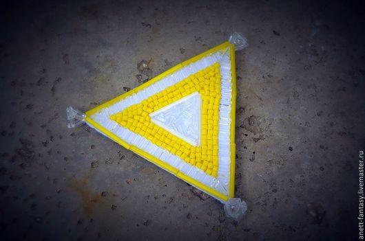 Броши ручной работы. Ярмарка Мастеров - ручная работа. Купить Брошь Желтый треугольник. Handmade. Желтый, брошь, геометрия, лимонный
