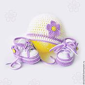 Работы для детей, handmade. Livemaster - original item set for girls, hat and booties for girls, white, lilac. Handmade.
