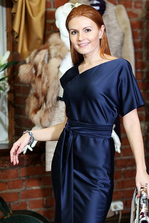 Платье длинное в пол темно-синее из атласа, вискозы, нарядное свободного кроя комфортное,  удобное скроено по косой, эффектное шелковое платье шикарное на выпускной, для нестандартной фигуры