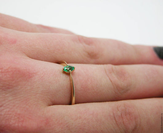 Кольца ручной работы. Ярмарка Мастеров - ручная работа. Купить Золотое кольцо с овальным Изумрудом.. Handmade. Кольцо