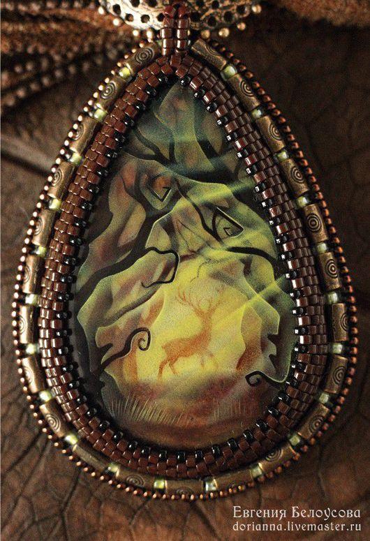 """Кулоны, подвески ручной работы. Ярмарка Мастеров - ручная работа. Купить Кулон с росписью """"Лесное видение"""" (олень, деревья, лаковая миниатюра). Handmade."""