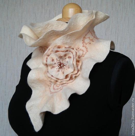 Шарфы и шарфики ручной работы. Ярмарка Мастеров - ручная работа. Купить Валяный шарф-горжетка цвета акации. Handmade. Бежевый