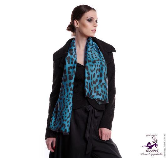 Дизайнер Анна Сердюкова (Дом Моды SEANNA). Дизайнерский шелковый шарф `Синий леопард`. Размер шарфа - 45х140 см.  Цена - 3500 руб.