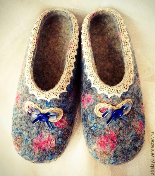 """Обувь ручной работы. Ярмарка Мастеров - ручная работа. Купить Тапочки валяные женские синие """"Милый цветочек"""". Handmade. Тапочки"""