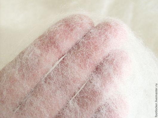 так эта шерсть отслаивается и напоминает эластичную и нежную паутинку