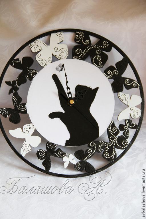 """Часы для дома ручной работы. Ярмарка Мастеров - ручная работа. Купить Часы """"Черно-белая охота"""". Handmade. Чёрно-белый"""