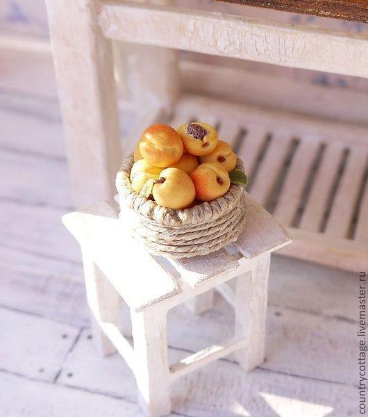 Миниатюра ручной работы. Ярмарка Мастеров - ручная работа. Купить Корзинка с фруктами для кукольного домика. Handmade. Миниатюра, кукольная миниатюра