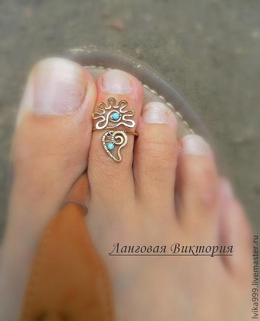 Колечко на палец ноги `Цветочек с бирюзой`-бронза. Выполнен из бронзовой проволоки и бирюзы. Размер регулируется.