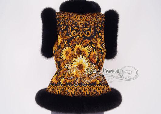 Авторский жилет из фирменного шерстяного (100% шерсть) павлопосадского платка, отделка - натуральный мех финского песца черного цвета