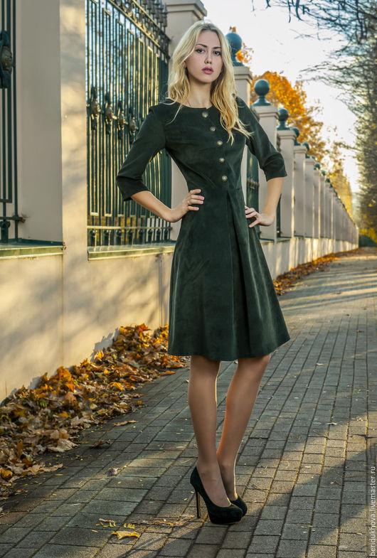 Платья ручной работы. Ярмарка Мастеров - ручная работа. Купить Платье из вельвета сказочного темно-зеленого цвета. Handmade. Платье