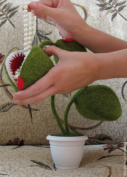 Забавное вместилище в виде мухоловки для нужных мелочей \r\nАвтор - Наталья Жагрина (zha-green-a)