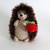"""Куклы и игрушки ручной работы. Ярмарка Мастеров - ручная работа Игрушка """"Ежик с яблочком"""" коричневый. Handmade."""