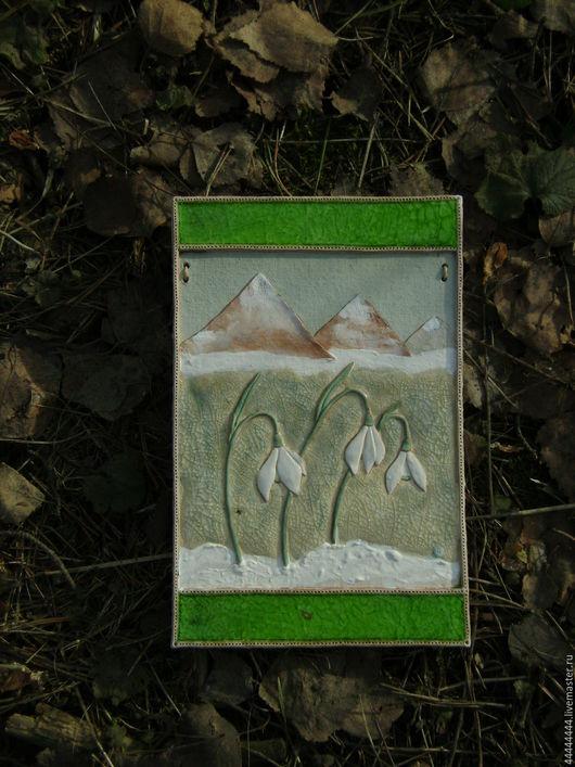 Картины цветов ручной работы. Ярмарка Мастеров - ручная работа. Купить панно Подснежники и горы Керамика. Handmade. 8 марта
