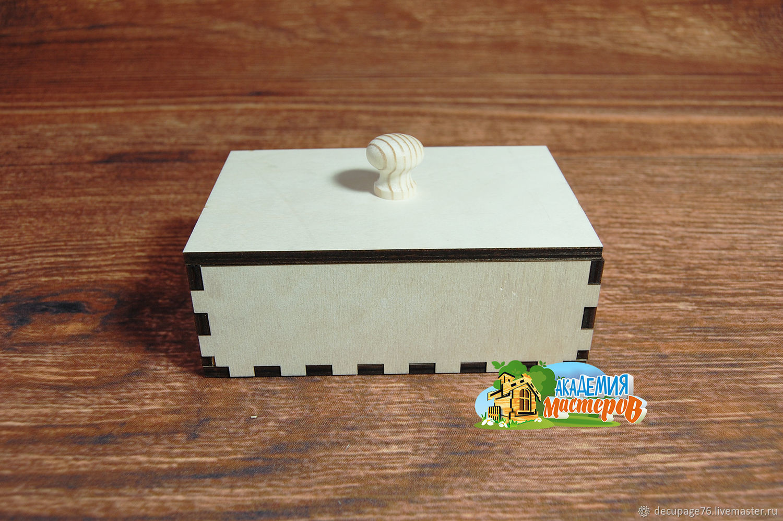 Шкатулка с крышкой (продается в разобранном виде)  Не комплектуется фурнитурой Габарит: 18 х 12 х 7 см  Внутренний размер: 16,5 х 10,5 х 5,5 см Материал: фанера 6 мм