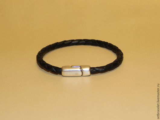 Украшения для мужчин, ручной работы. Ярмарка Мастеров - ручная работа. Купить Мужской кожаный браслет плетеный черный замок магнит. Handmade.