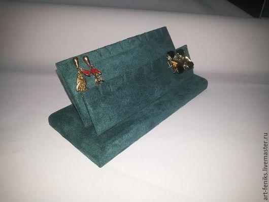 размер:205х90х90 материал:замша описание:подставка для демонстрации серёг сзади карман для ценника