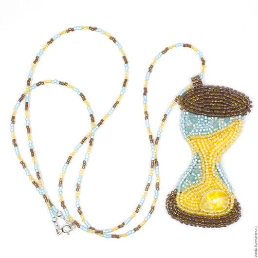Кулоны, подвески ручной работы. Ярмарка Мастеров - ручная работа. Купить Кулон Песочные часы (часы вышитые бисером время пляж тик необычный). Handmade.