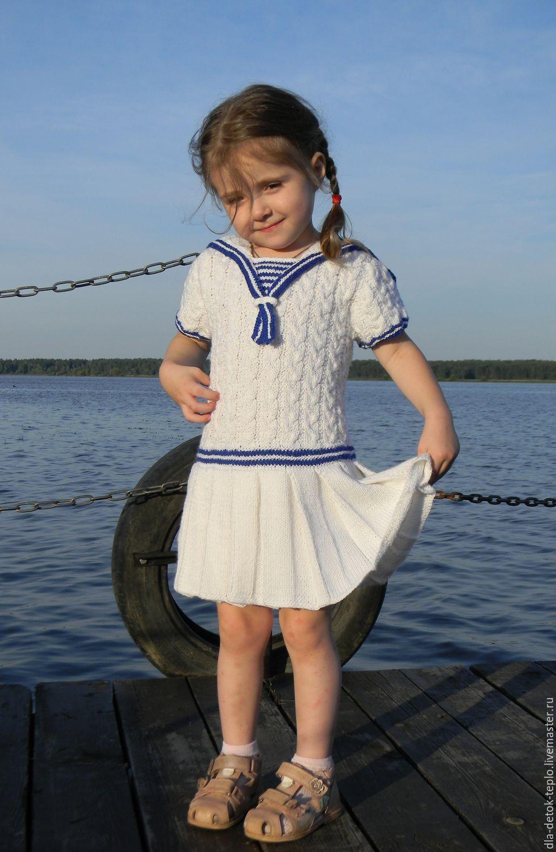 Вязаное платье морском стиле