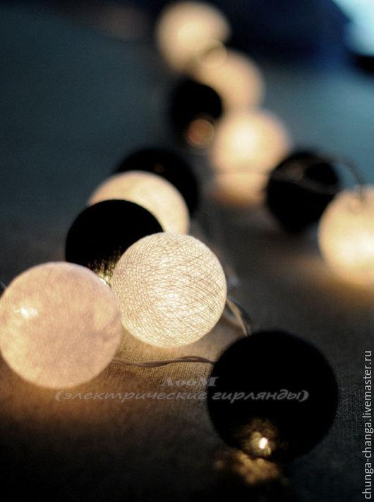 """Освещение ручной работы. Ярмарка Мастеров - ручная работа. Купить Светящаяся гирлянда из хлопковых шаров """"Черно-белое кино"""". Handmade."""