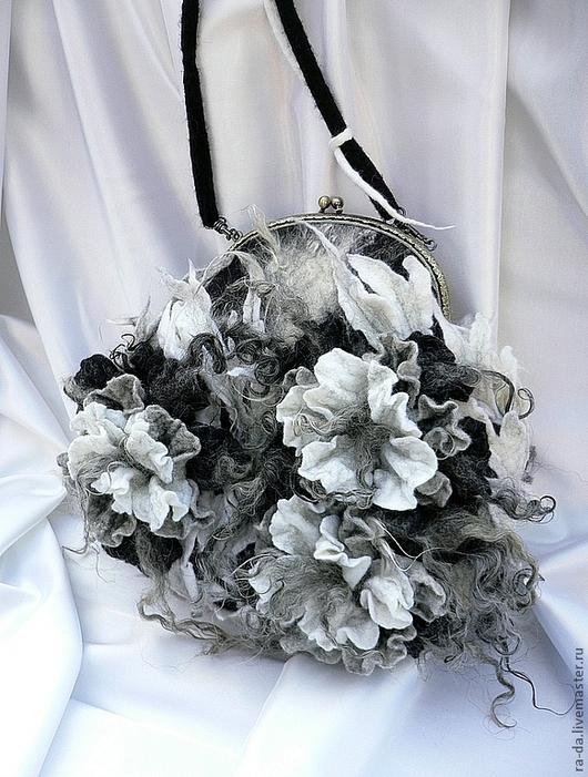 """Женские сумки ручной работы. Ярмарка Мастеров - ручная работа. Купить Сумка """"Зазеркалье"""". Handmade. Чёрно-белый, сумка с цветами"""
