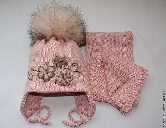 Комплект тёплый, мягкий, нарядный, гармонично и модно дополнит гардероб вашего ребёнка