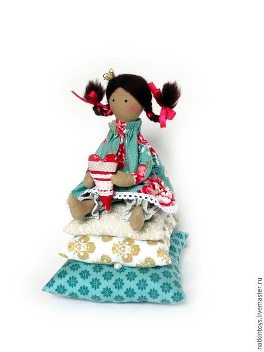Куклы Тильды ручной работы. Ярмарка Мастеров - ручная работа. Купить Принцесса на горошине с сердечком. Handmade. Интерьерная игрушка