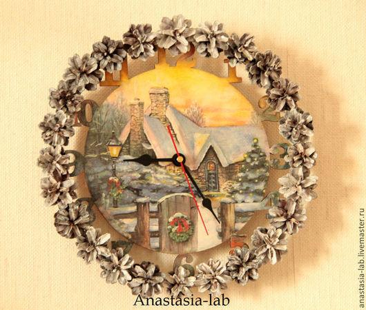 """Часы для дома ручной работы. Ярмарка Мастеров - ручная работа. Купить Часы настенные в технике декупаж """"Новогодняя сказка"""". Handmade."""
