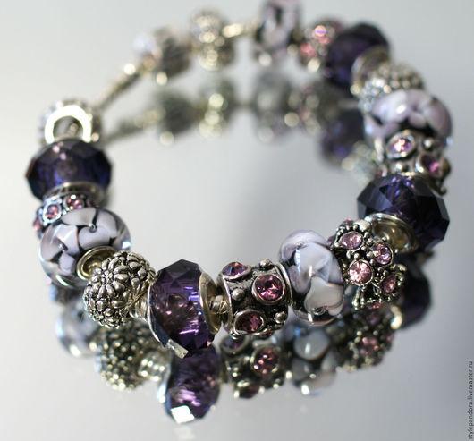 Браслет `Ты - моя мелодия` выполнен из бусин lampwork Все шармы на браслете можно приобрести отдельно и создать свой собственный браслет