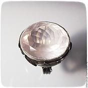 Перстень с розовым кварцем