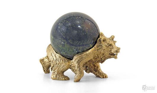 Статуэтки ручной работы. Ярмарка Мастеров - ручная работа. Купить Медведь (с шаром). Handmade. Статуэтка, бронза, уральские камни