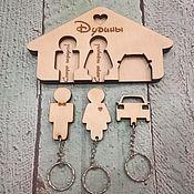 Ключницы ручной работы. Ярмарка Мастеров - ручная работа Ключница настенная с 3 брелками и различными надписями. Handmade.