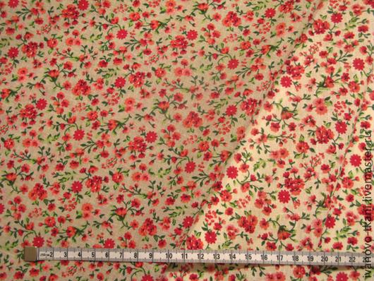 Сверху - ткань с фоном цвета неотбеленного льна, снизу - ткань с сливочно-молочным фоном